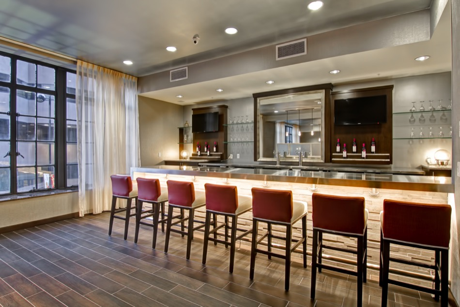 Hampton Inn & Homewood Suites bar
