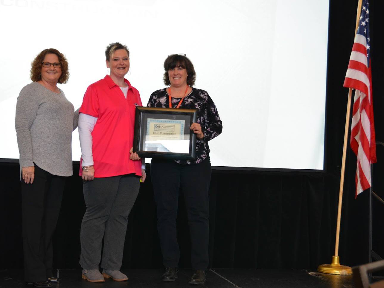 Kim Hoffa accepts Safe Employer award for HGC